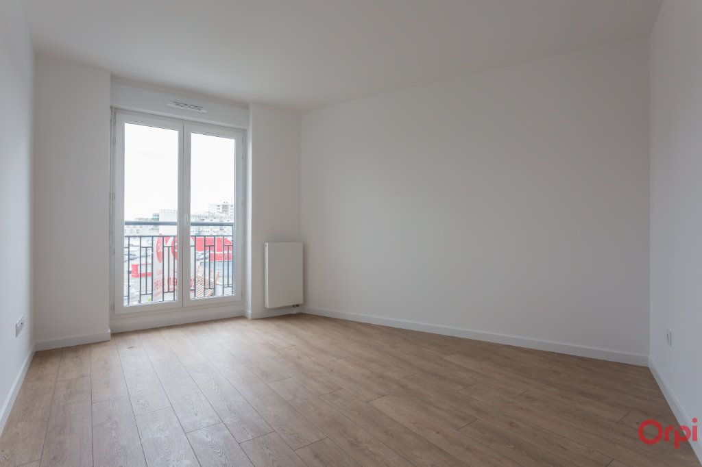 Appartement à louer 4 104.57m2 à Sainte-Geneviève-des-Bois vignette-4