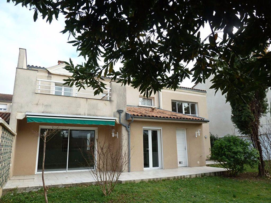 Maison à louer 6 175m2 à Périgueux vignette-1