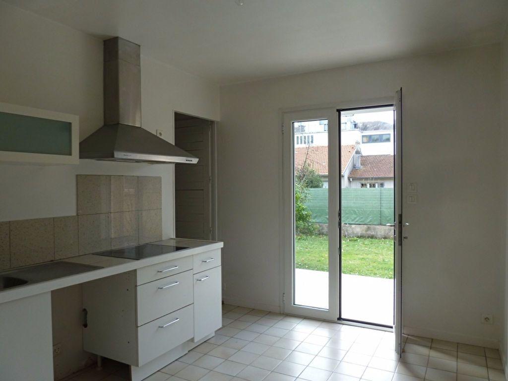 Maison à louer 6 175m2 à Périgueux vignette-3