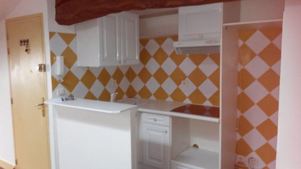 Appartement à louer 2 33m2 à Périgueux vignette-2