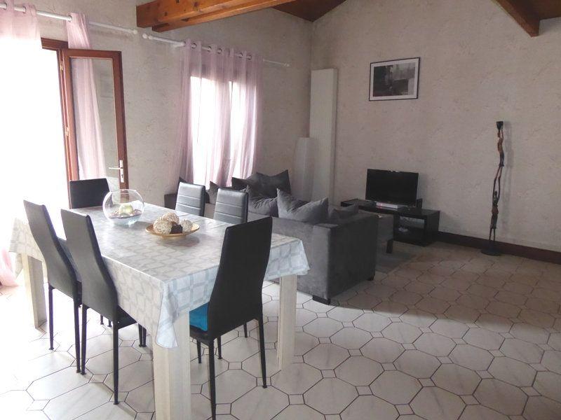 Appartement à louer 4 105m2 à Saint-Astier vignette-1