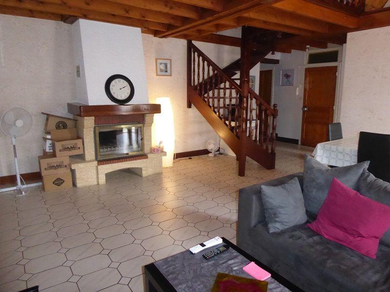Appartement à louer 4 105m2 à Saint-Astier vignette-2