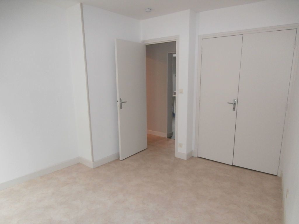 Appartement à louer 3 56m2 à Terrasson-Lavilledieu vignette-4