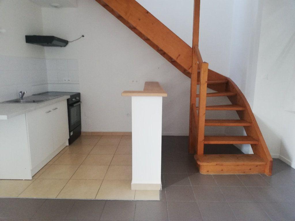Appartement à louer 2 29m2 à Saint-Astier vignette-1
