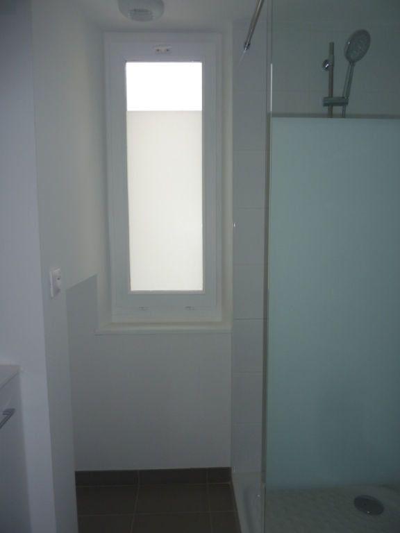 Appartement à louer 2 29m2 à Saint-Astier vignette-2