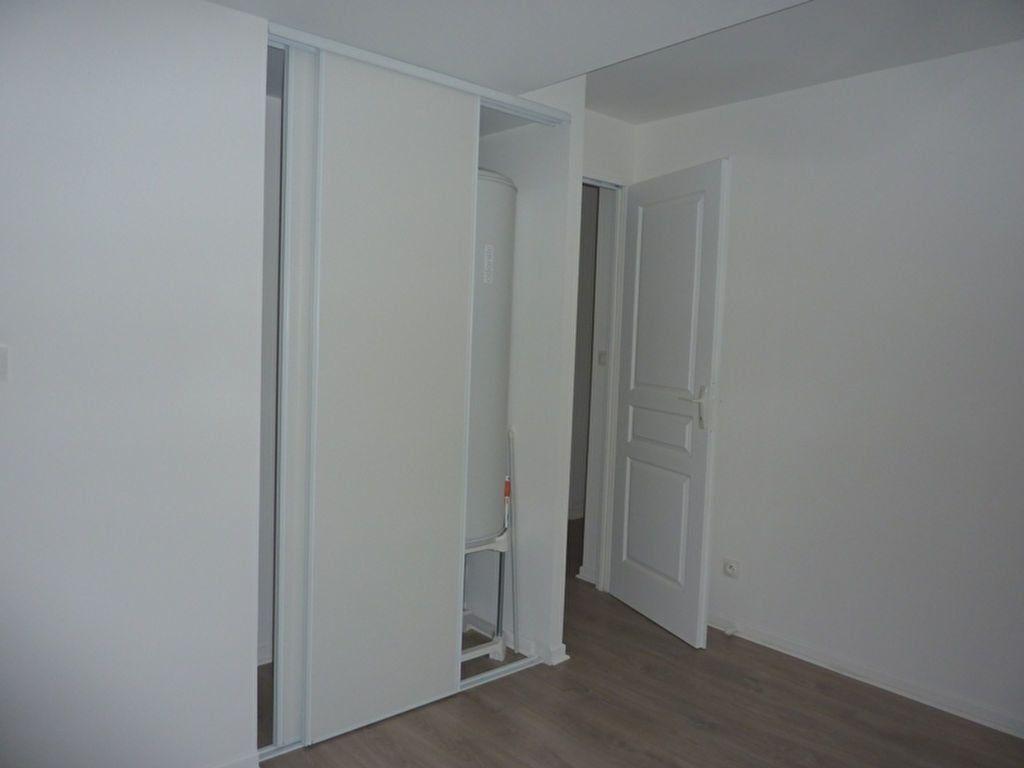 Appartement à louer 2 29m2 à Saint-Astier vignette-3