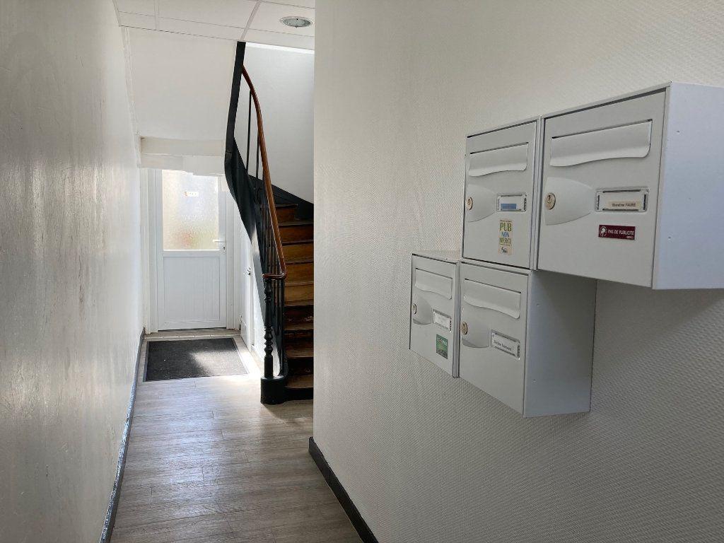 Appartement à louer 2 30m2 à Périgueux vignette-7