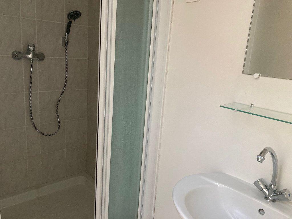 Appartement à louer 1 11m2 à Périgueux vignette-4
