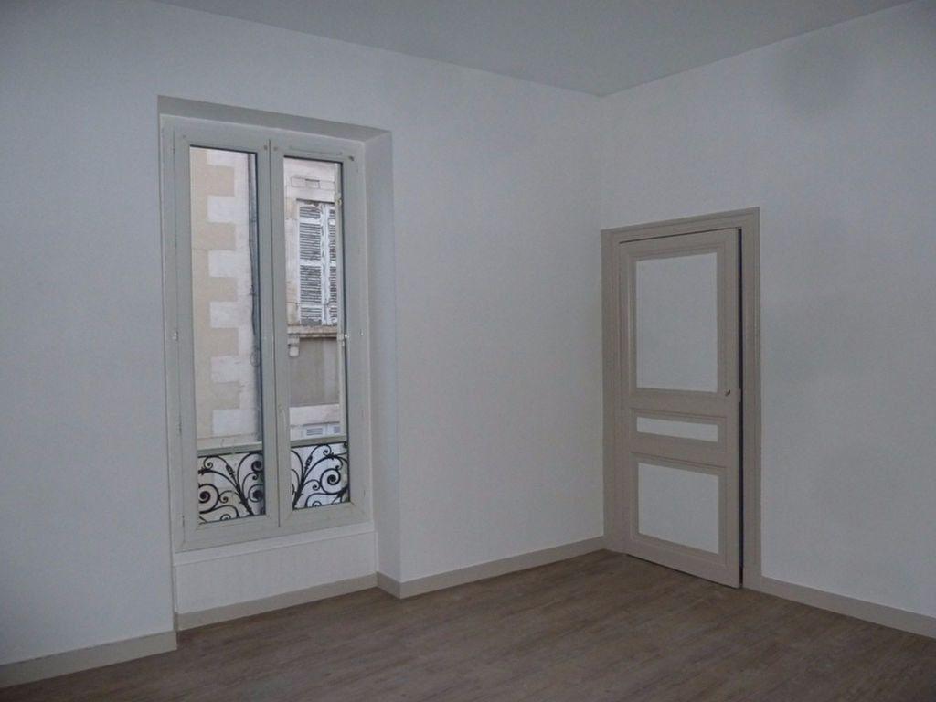 Appartement à louer 2 35.29m2 à Périgueux vignette-2