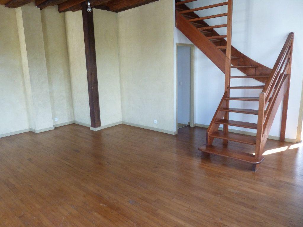 Appartement à louer 5 190m2 à Périgueux vignette-3