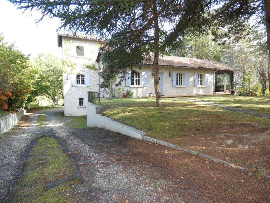 Maison à vendre 8 180m2 à Saint-Astier vignette-1