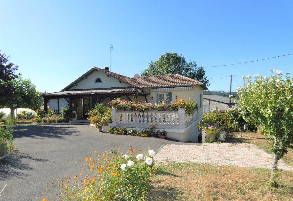 Maison à vendre 4 146m2 à Neuvic vignette-2