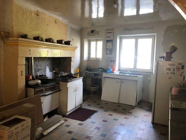 Maison à vendre 4 120m2 à Saint-Germain-du-Salembre vignette-3