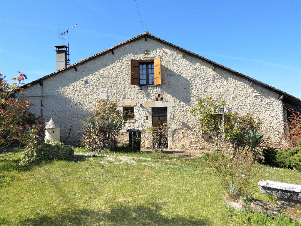 Maison à vendre 5 121m2 à Saint-Astier vignette-1
