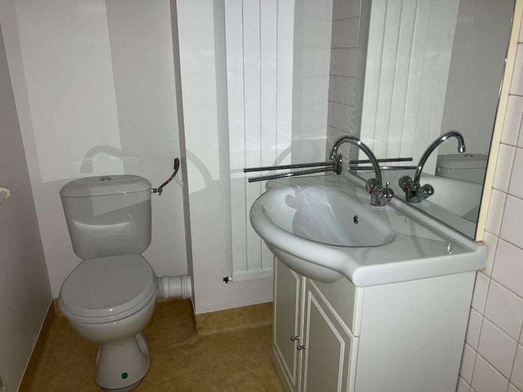 Appartement à louer 1 25m2 à Périgueux vignette-4