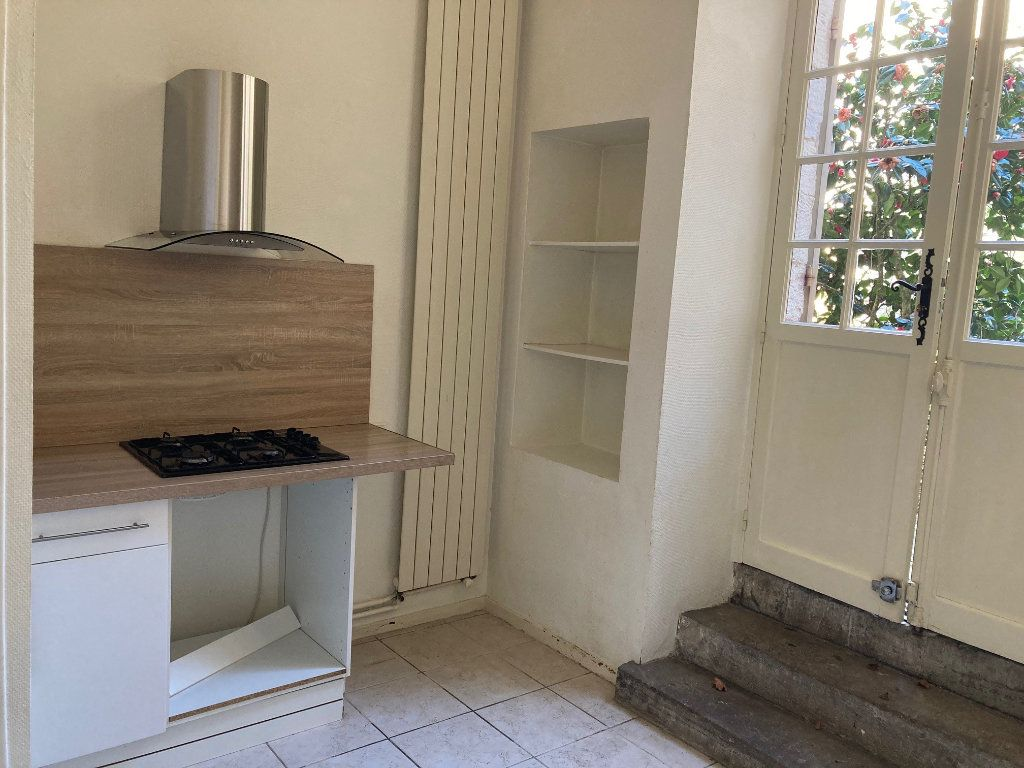 Appartement à louer 2 71m2 à Périgueux vignette-4