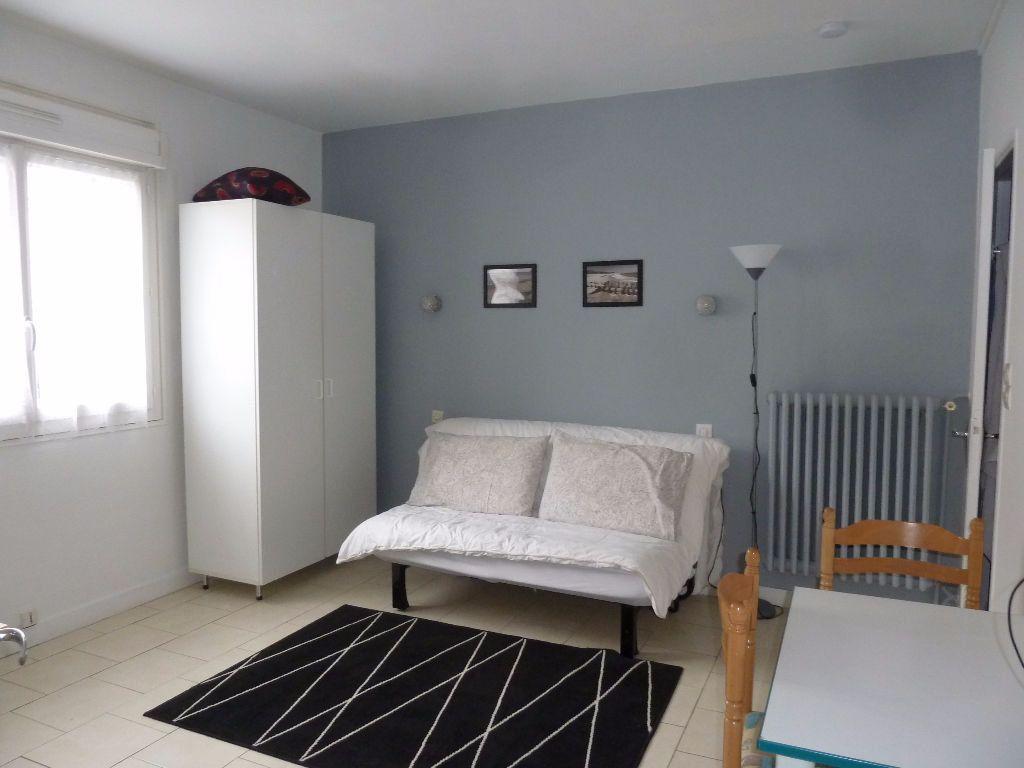 Appartement à louer 1 17.24m2 à Périgueux vignette-1