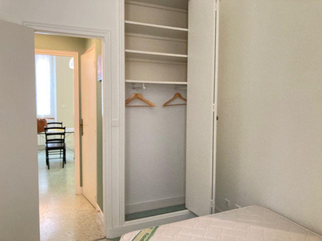 Appartement à louer 1 30m2 à Périgueux vignette-5
