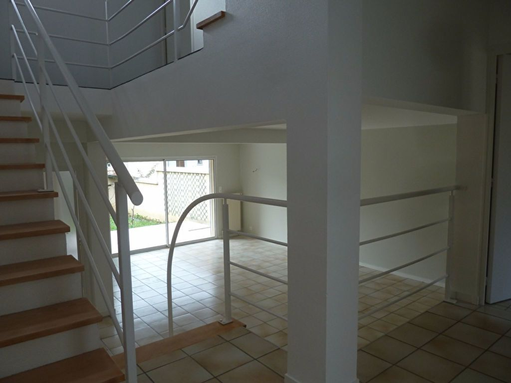 Maison à louer 6 175m2 à Périgueux vignette-5
