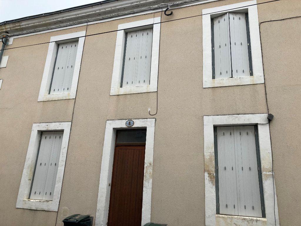 Appartement à louer 1 20m2 à Périgueux vignette-2