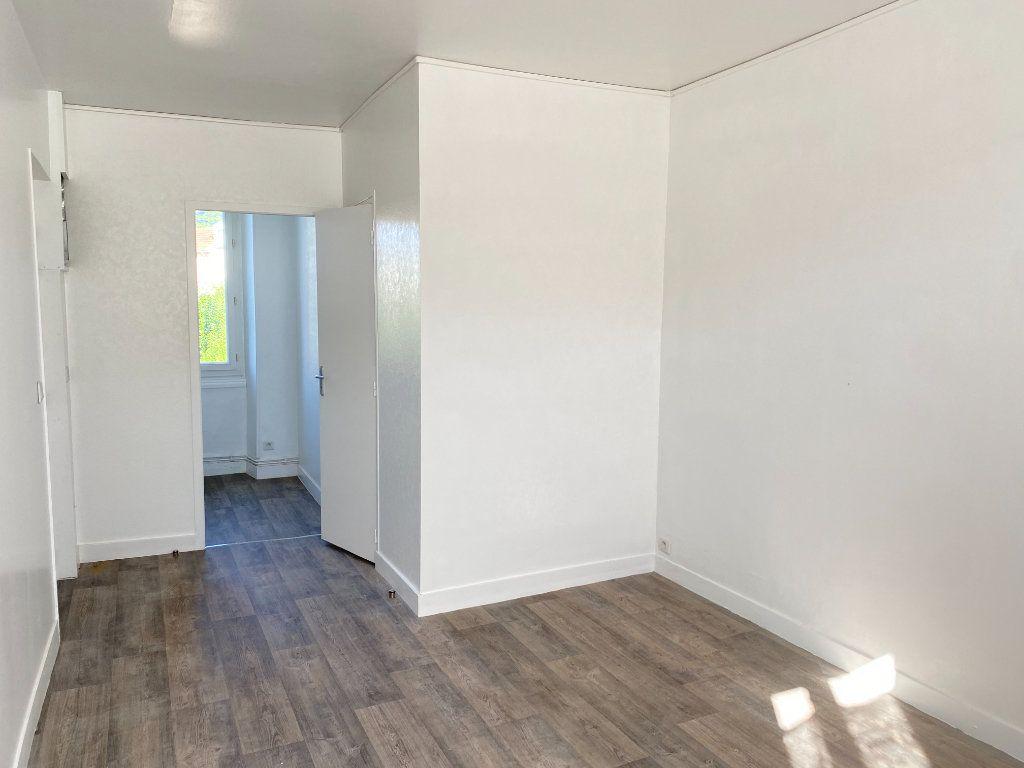 Appartement à louer 1 20m2 à Périgueux vignette-4