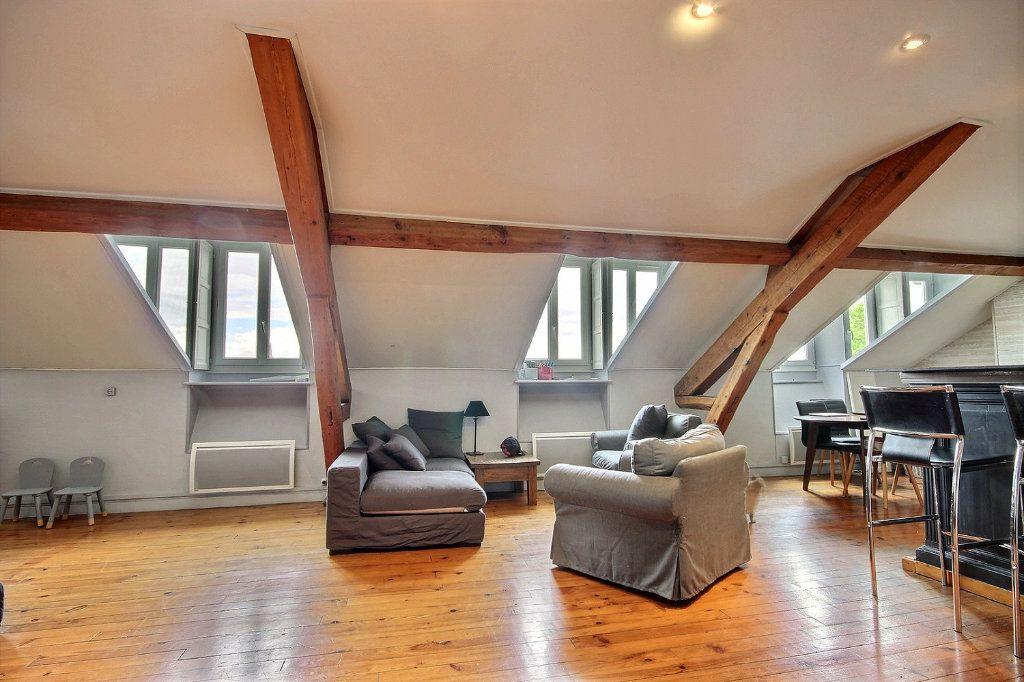 Appartement à vendre 4 102m2 à Pau vignette-1