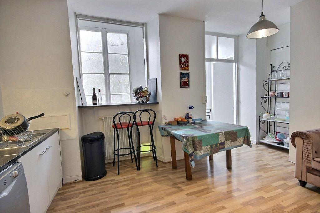 Appartement à vendre 3 121m2 à Pau vignette-2
