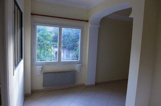 Appartement à louer 1 38m2 à Nay vignette-1