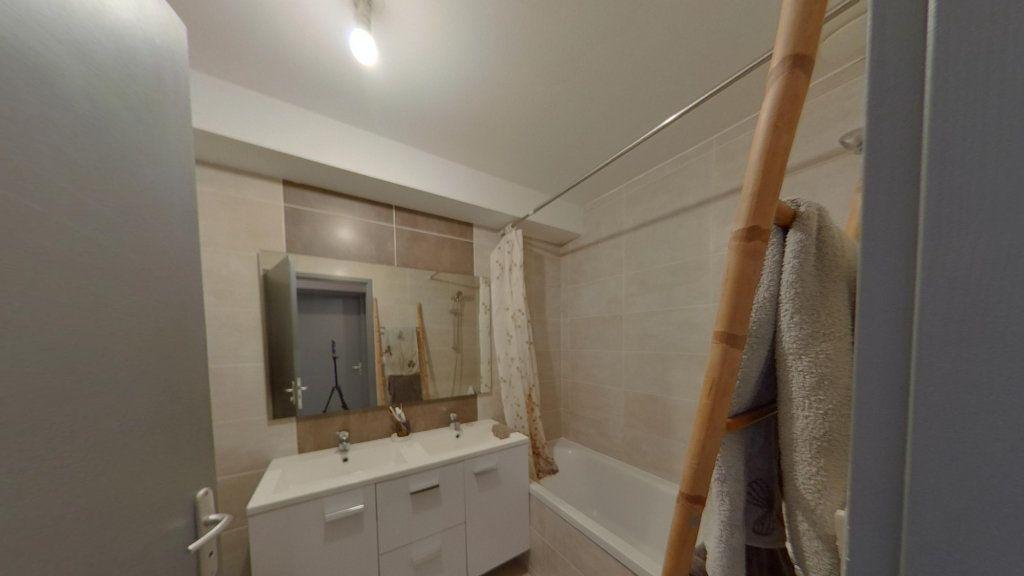 Appartement à louer 3 74m2 à Nay vignette-3