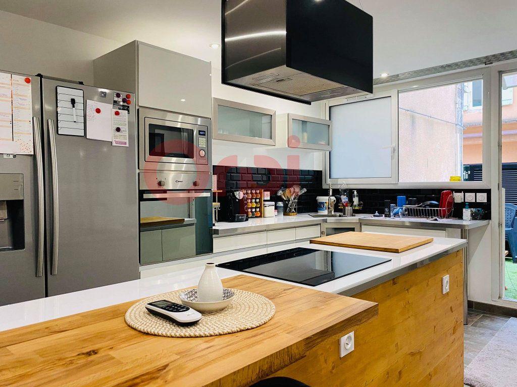 Appartement à vendre 3 103m2 à Vals-les-Bains vignette-2