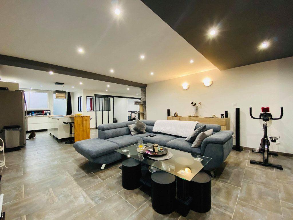 Appartement à vendre 3 103m2 à Vals-les-Bains vignette-3