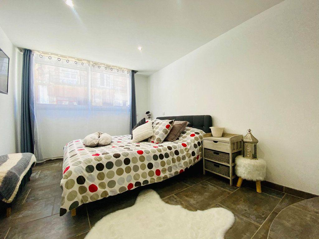 Appartement à vendre 3 103m2 à Vals-les-Bains vignette-9