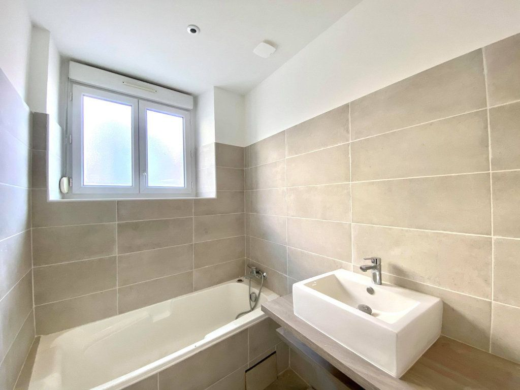Appartement à vendre 4 90m2 à Aubenas vignette-6
