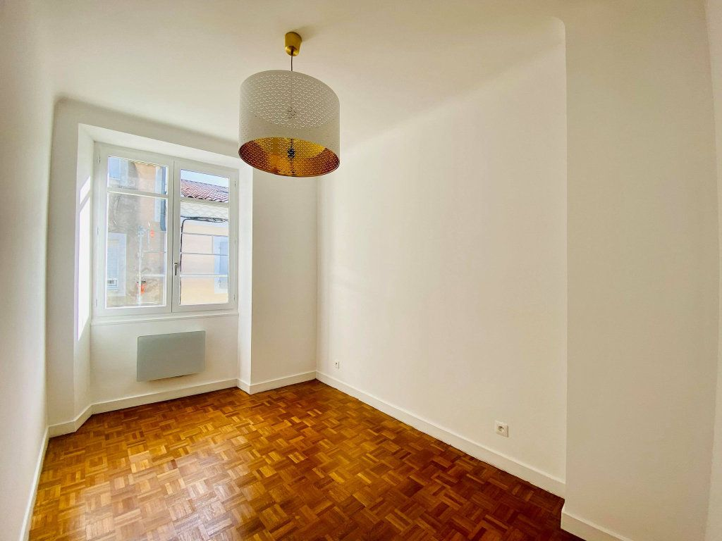 Appartement à vendre 4 90m2 à Aubenas vignette-8