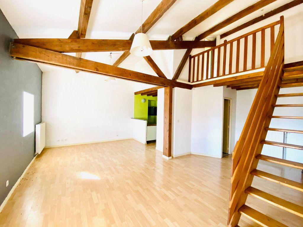 Appartement à vendre 3 70m2 à Aubenas vignette-2