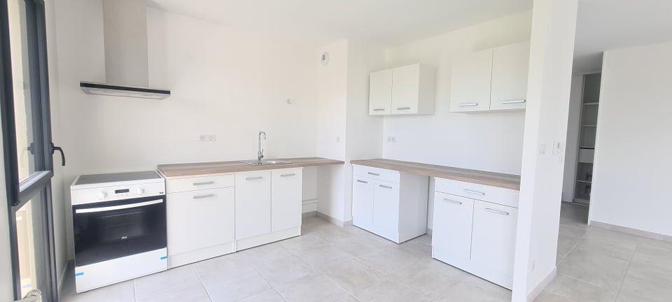 Appartement à louer 4 84.35m2 à Aubenas vignette-6