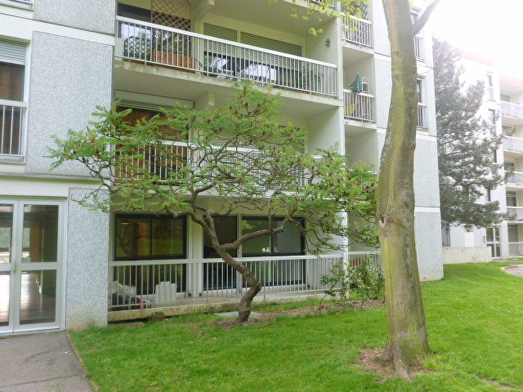 Appartement à louer 1 32.8m2 à Les Ulis vignette-1
