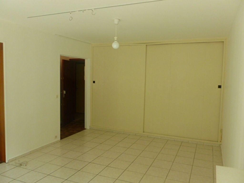Appartement à louer 1 32.8m2 à Les Ulis vignette-2