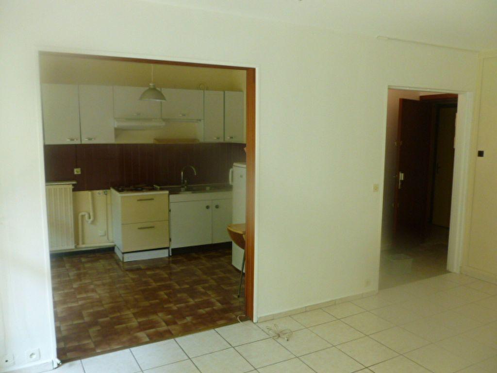 Appartement à louer 1 32.8m2 à Les Ulis vignette-4