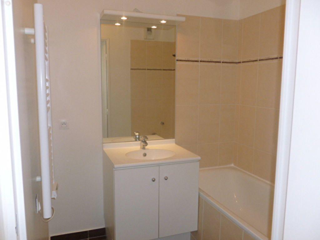 Appartement à louer 3 59.4m2 à Bures-sur-Yvette vignette-4