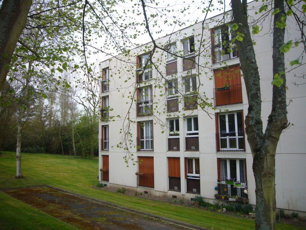 Appartement à louer 4 73m2 à Gif-sur-Yvette vignette-1