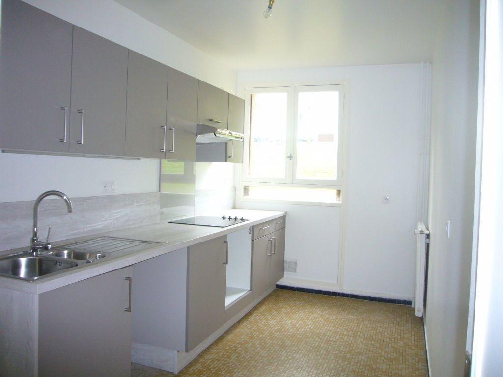 Appartement à louer 4 73m2 à Gif-sur-Yvette vignette-2