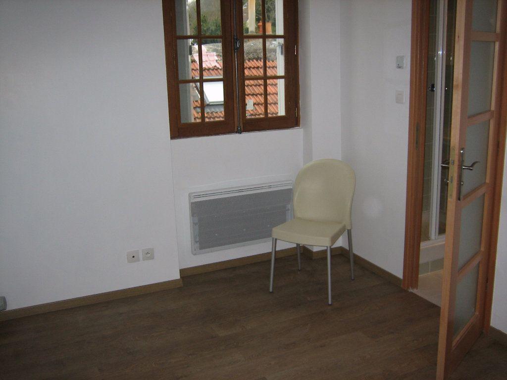 Appartement à louer 1 14m2 à Chevreuse vignette-2