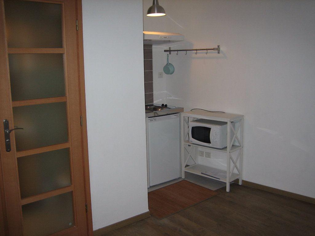 Appartement à louer 1 14m2 à Chevreuse vignette-3
