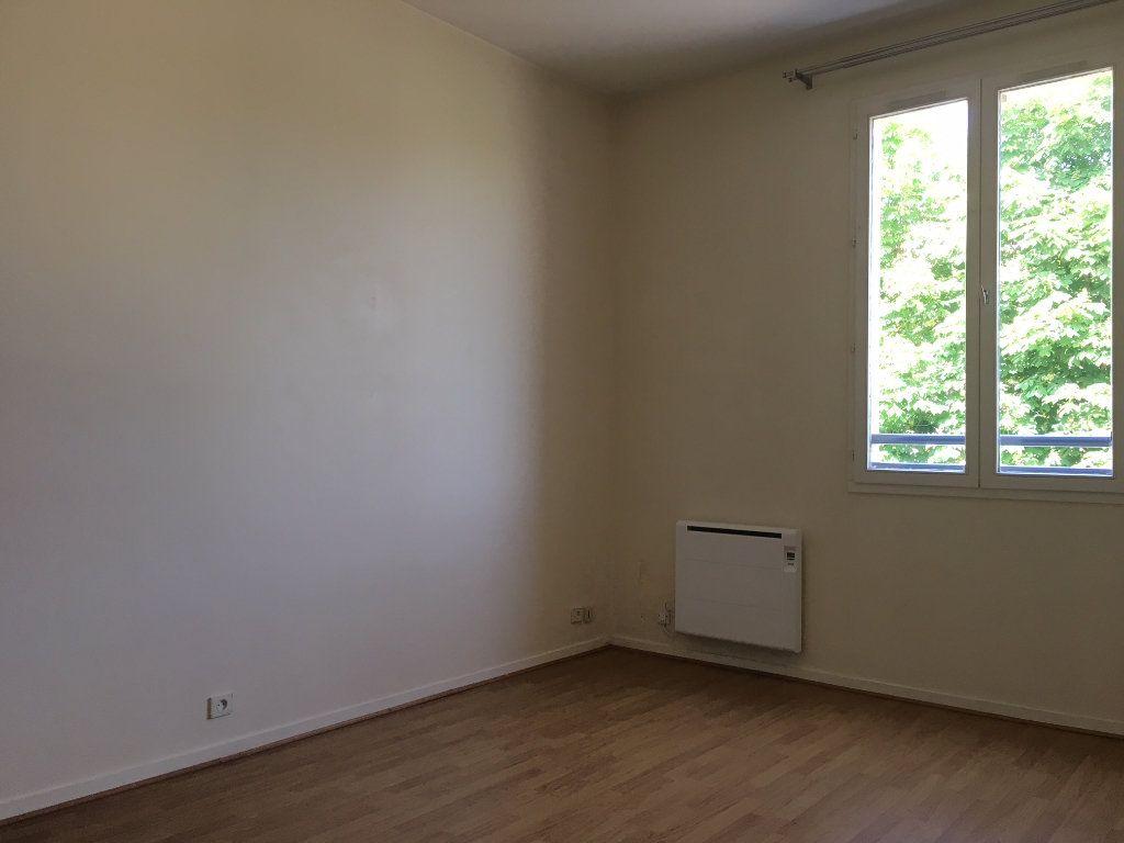 Appartement à louer 1 23.81m2 à Gif-sur-Yvette vignette-1