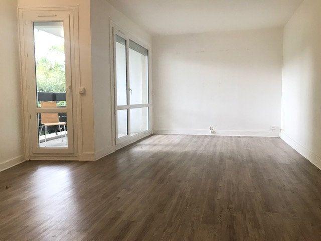 Appartement à louer 3 64.45m2 à Gif-sur-Yvette vignette-1
