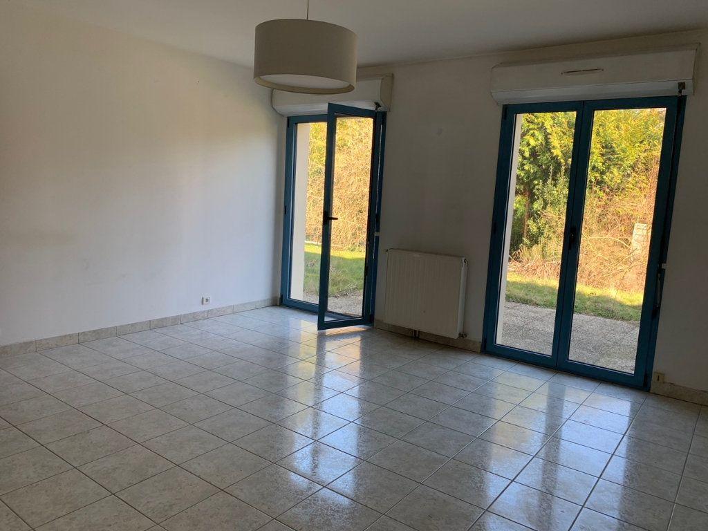 Appartement à louer 3 65.6m2 à Saint-Rémy-lès-Chevreuse vignette-3