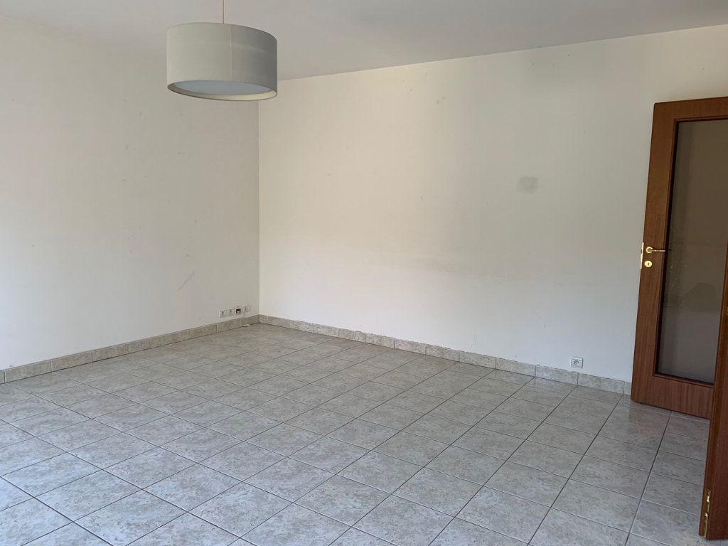 Appartement à louer 3 65.6m2 à Saint-Rémy-lès-Chevreuse vignette-4