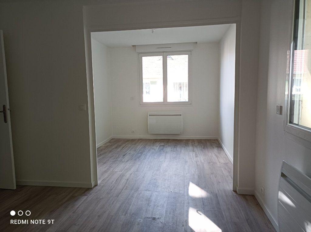 Appartement à louer 3 48.58m2 à Gif-sur-Yvette vignette-2