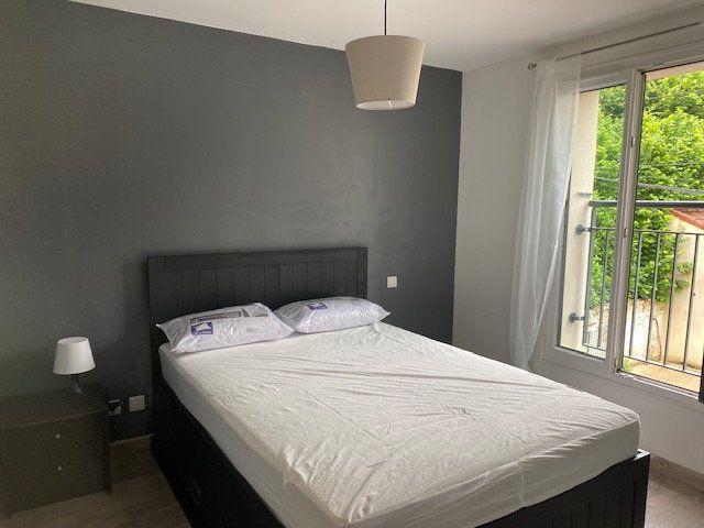 Appartement à louer 2 33.72m2 à Saint-Rémy-lès-Chevreuse vignette-5